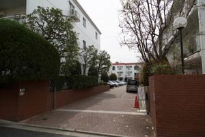 駒沢ガーデンハイツのエントランス