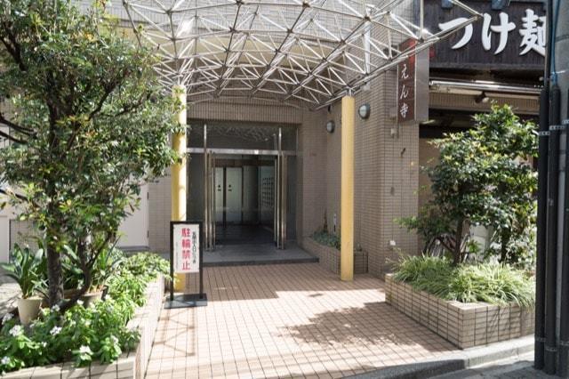 共栄ハイツ東高円寺のエントランス