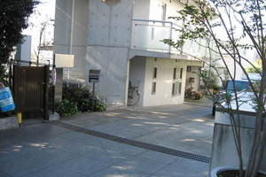 成城アパートメントのエントランス