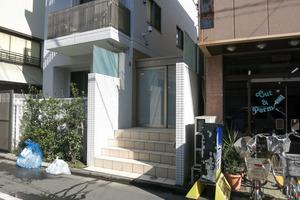 オープンレジデンス幡ヶ谷のエントランス