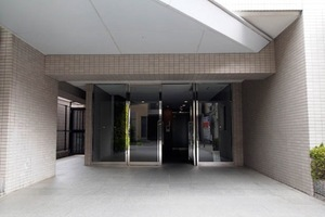 アクシルコート竹の塚のエントランス