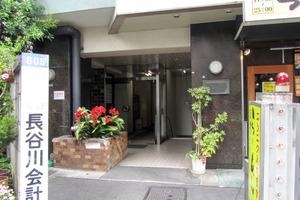 バラードハイム新宿渡辺ビルのエントランス