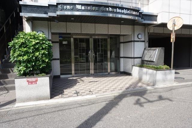 ライオンズマンション阪東橋駅前のエントランス