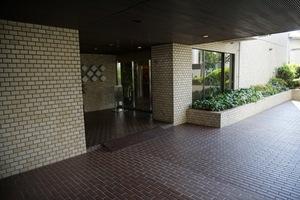 南青山パークマンションのエントランス