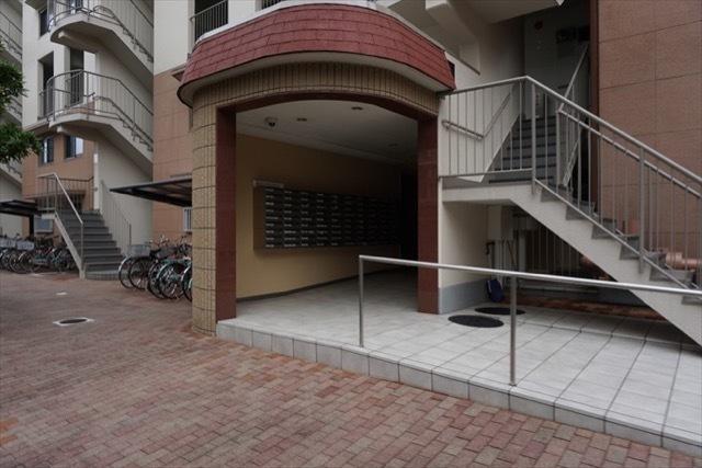グリーンコーポ大倉山(A〜C棟)のエントランス