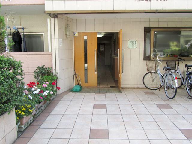 早稲田鶴巻マンションのエントランス