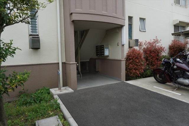新桜ケ丘ハイツ(1〜6号棟)のエントランス