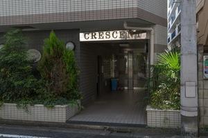 クレッセント中野富士見町のエントランス
