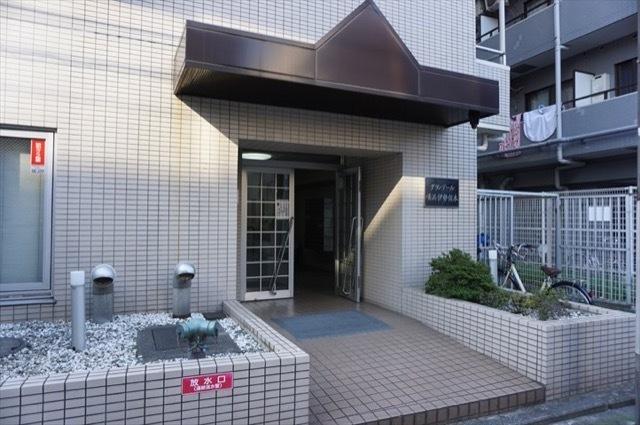 グランデール横浜伊勢佐木のエントランス