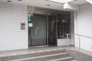秀和新川アネックスのエントランス