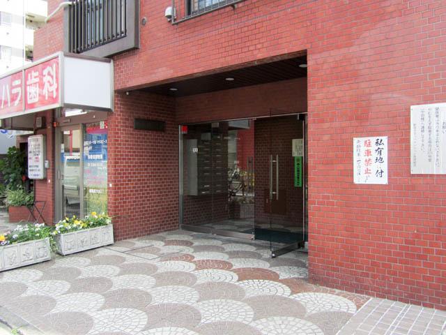 新宿サマリヤマンションのエントランス