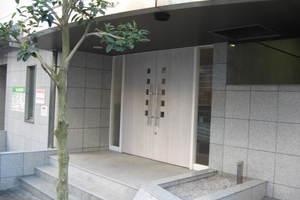 ステージグランデ市谷薬王寺のエントランス