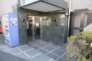 ルーブル新高円寺のエントランス