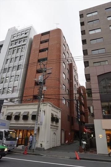 小田急南青山マンションの外観