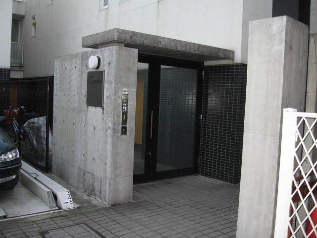テラティ成城のエントランス