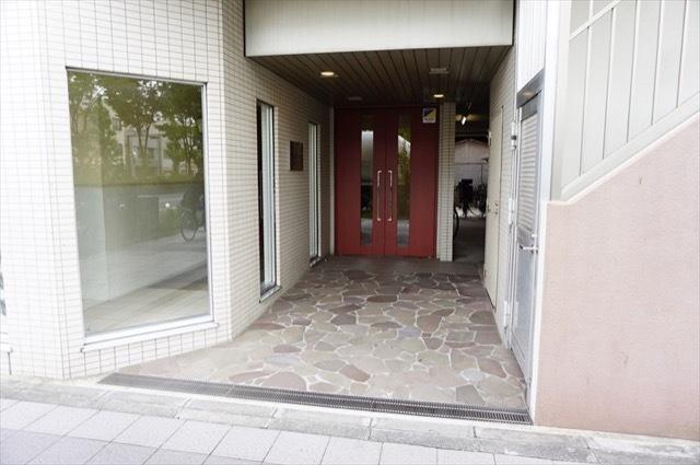 アドバンスステージ川崎駅前通りのエントランス