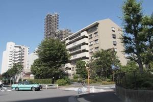 小松川グリーンハイツ1号棟の外観