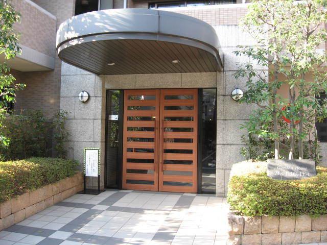 ガーデンホーム幡ヶ谷のエントランス