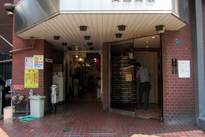 タックイレブン高田馬場のエントランス