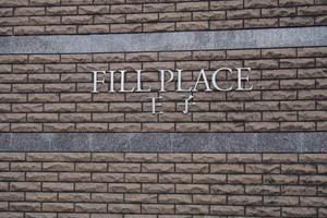 フィルプレイス王子の看板