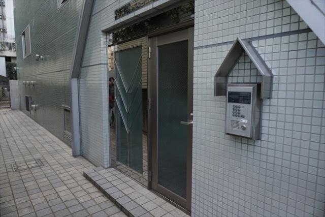 西早稲田ロータスビルのエントランス