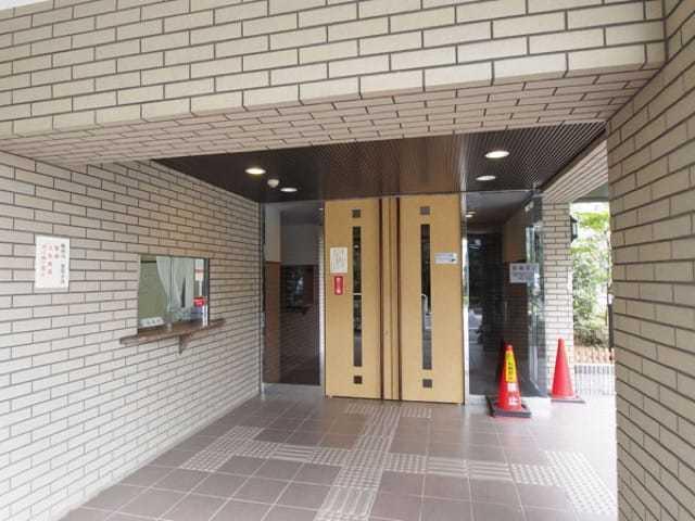 グランコート志村坂上のエントランス