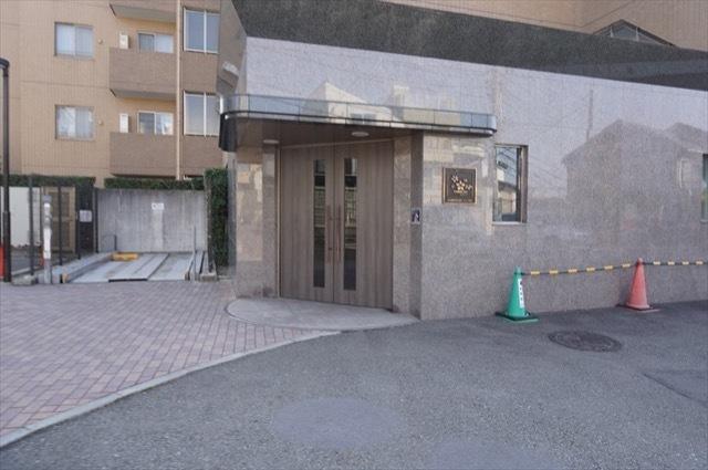 プリムローズ横浜藤棚のエントランス