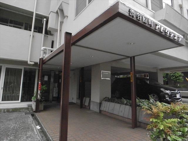 渋谷原町アビタシオンのエントランス
