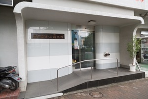 シャンボール高円寺のエントランス
