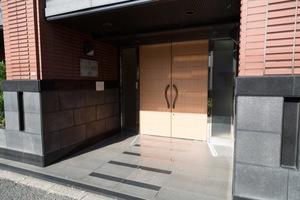 クレアシオン新高円寺のエントランス