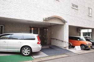 小田急駿河台マンションのエントランス