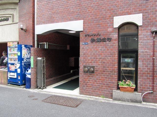 グランドメゾン歌舞伎町のエントランス
