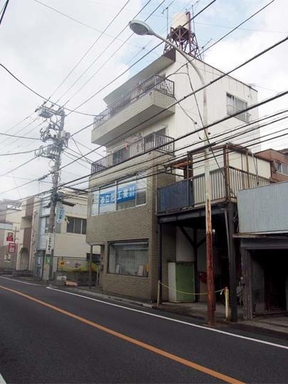 山田宅建ビルの外観
