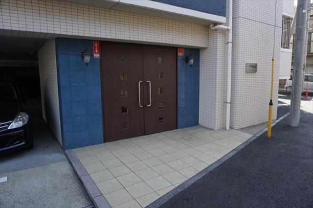 レグザ横浜磯子のエントランス