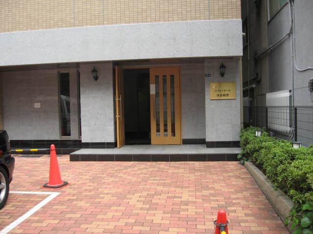 エクセシオーネ渋谷駅前のエントランス