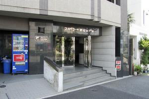 スカイコート新宿壱番館のエントランス