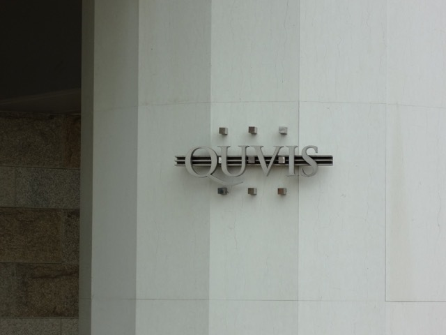 ルネキューヴィスの看板
