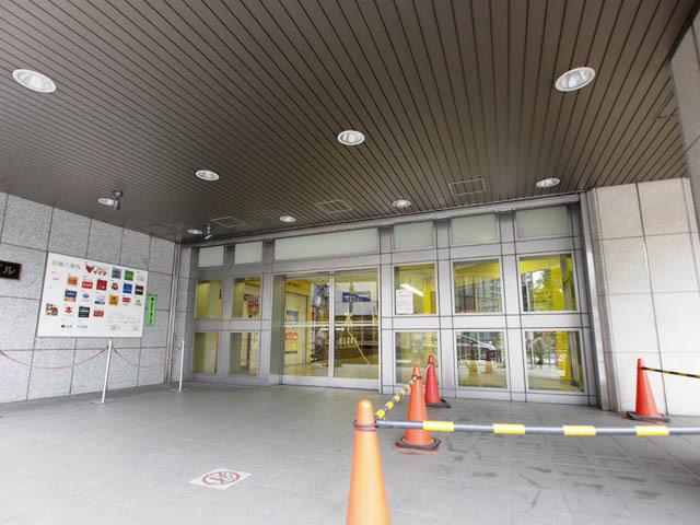 江戸川橋ビルのエントランス