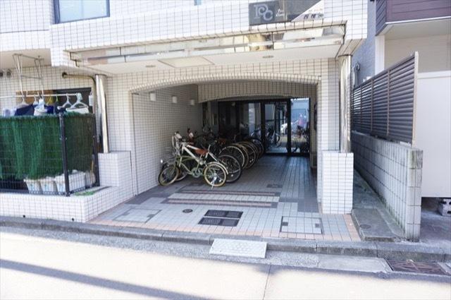 プチシャンプル西横浜のエントランス