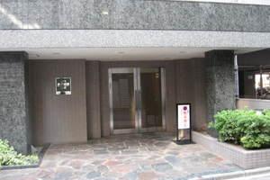 コスモ新井薬師駅前のエントランス