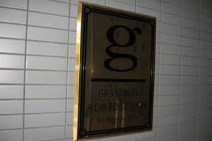グランベルセントローレンスタワーの看板