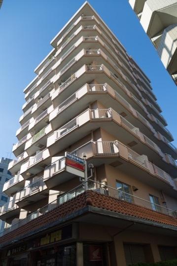 グリーンマンション駒沢の外観