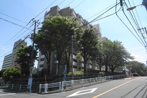 上高田4丁目団地の外観