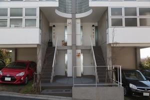 成城高台の家のエントランス