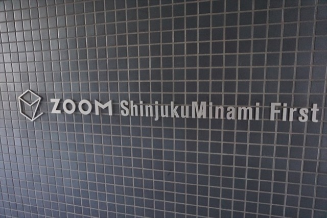 ズーム新宿南ファーストの看板