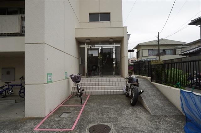 新桜ヶ丘第2コーポのエントランス