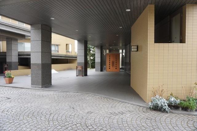 クリオレミントンハウス横浜山手のエントランス