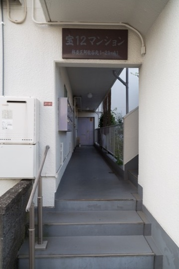 宝12マンションのエントランス