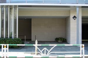 南平台ハウスのエントランス
