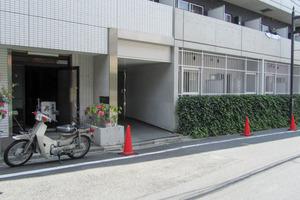 ステージファースト東新宿のエントランス